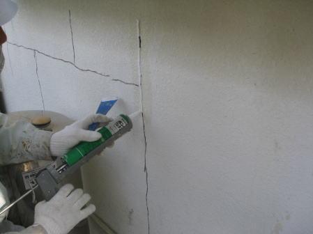 壁面ひび割れVカット部のコーキング充填