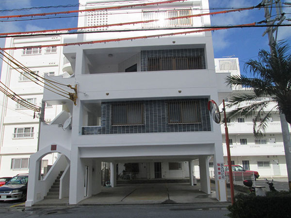 塗装後の沖縄県北谷町Mアパート様