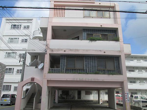 塗装前の沖縄県北谷町Mアパート様