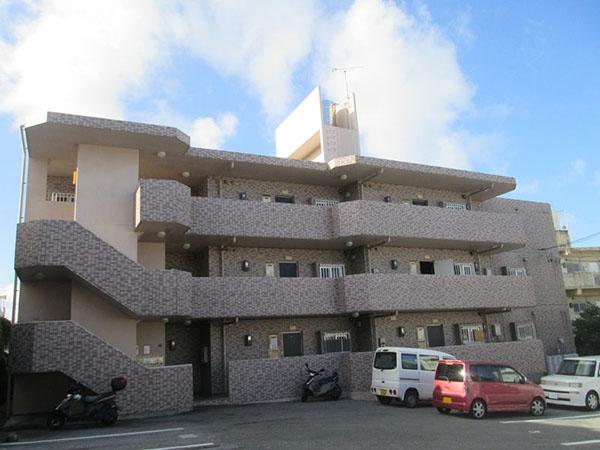 塗装前の沖縄県宜野湾市Fアパート様