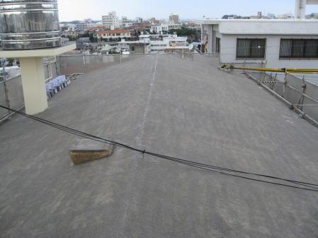 沖縄県那覇市A邸の屋上遮熱防水工事プライマー塗布