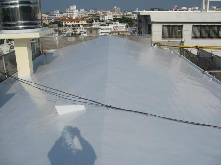 沖縄県那覇市A邸の屋上遮熱防水工事遮熱材仕上げ