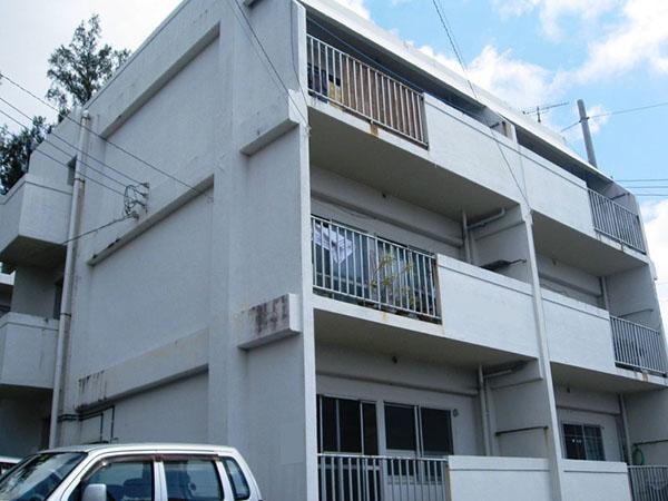 塗装前の沖縄県豊見城市Kアパート様