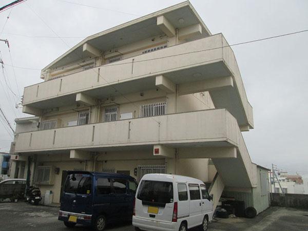 塗装前の沖縄県浦添市Kアパート様