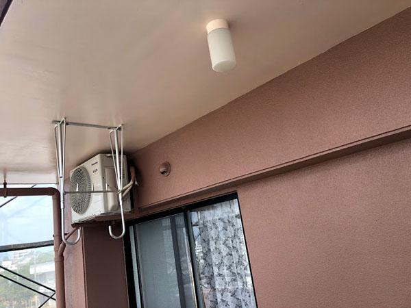 糸満市Sアパート様のベランダ面上塗り
