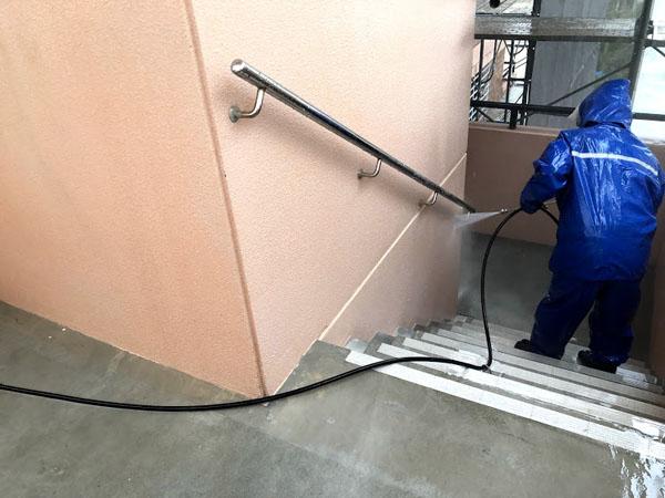 糸満市Sアパート様の高圧水洗浄工事