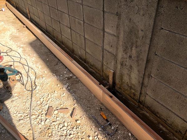 糸満市T邸の土間工事・仮枠組み作成。