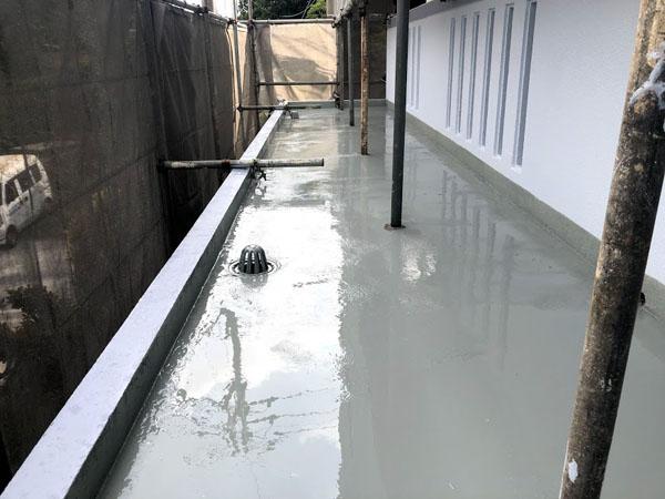 那覇市Oアパート様のウレタン塗膜防水中塗り2