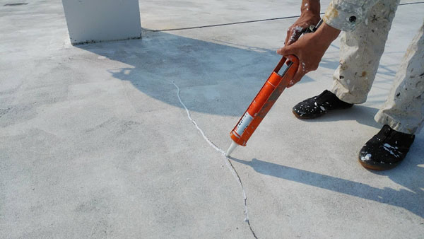 南城市M邸の屋上スラブひび割れ補修