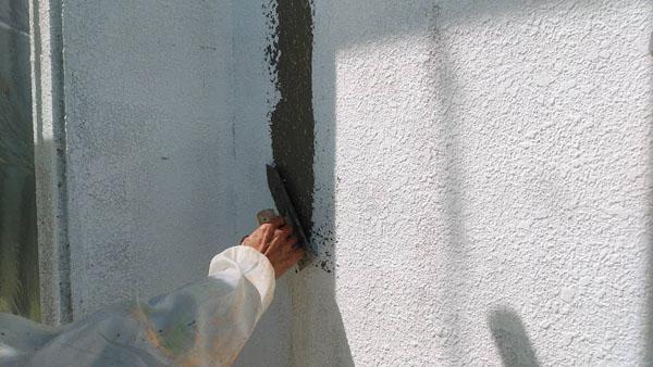 南城市M邸・外壁ひび割れ左官仕上げ。