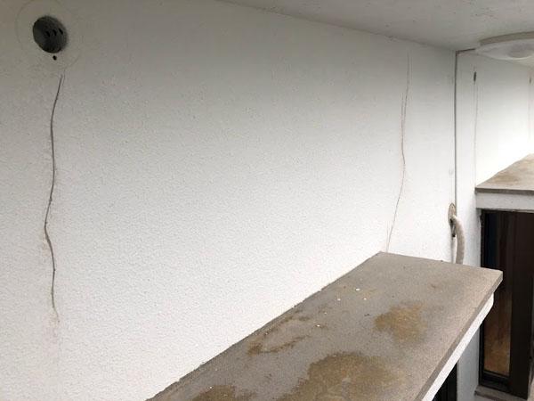 沖縄県宜野湾市U様の壁面ひび割れカット。
