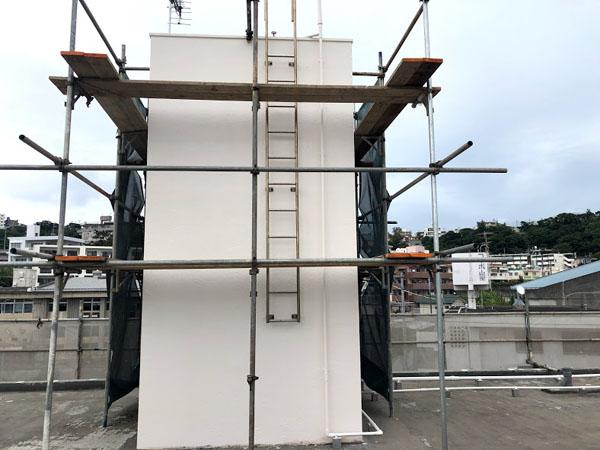 沖縄県那覇市Dアパート様の屋上塔屋の塗装完了。