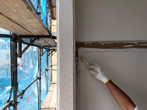 沖縄県那覇市Dアパート様のベランダ面中塗り、上塗り完了。