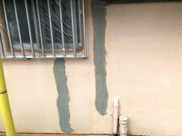 沖縄県那覇市Dアパート様のひび割れ補修部ポリマーセメント左官仕上げ。