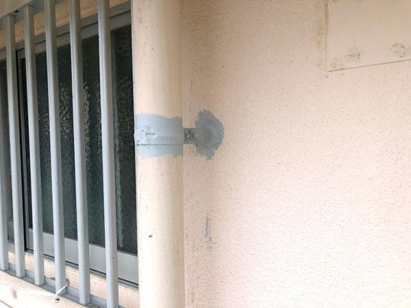 沖縄県那覇市Dアパート様の鉄部錆止め塗布。