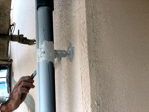 沖縄県那覇市Dアパート様の鉄部類錆止め塗布。