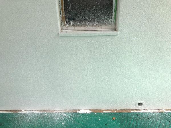 沖縄県那覇市Nアパート様のベース色中塗り。