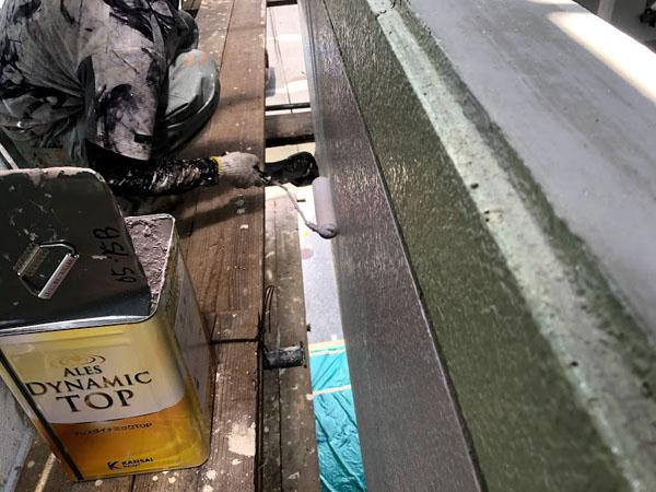 沖縄県那覇市Nアパート様のポイント色上塗り。