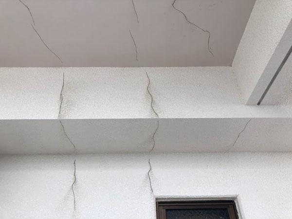 沖縄県那覇市Nアパート様の壁面ひび割れカット