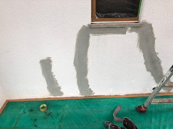 沖縄県那覇市Nアパート様の壁面ひび割れポリマーセメント左官仕上げ完了。