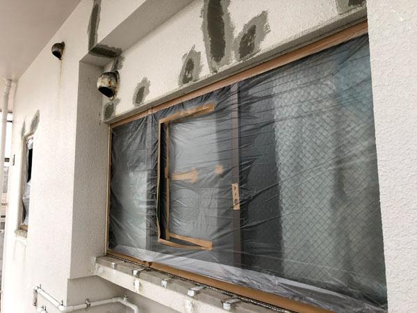 沖縄県那覇市Nアパート様の窓等・非塗装物ビニール養生