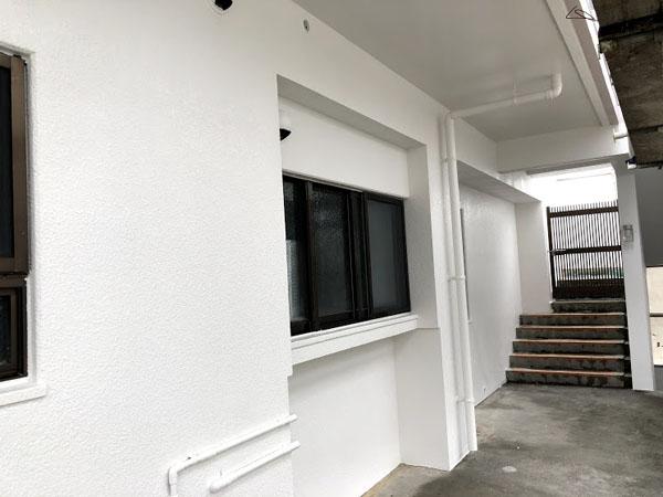 沖縄県那覇市Nアパート様のビニール養生はがし。