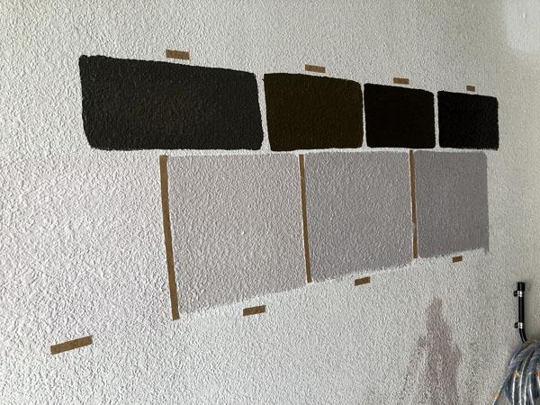 那覇市Nアパート様のポイント色試し塗り中。