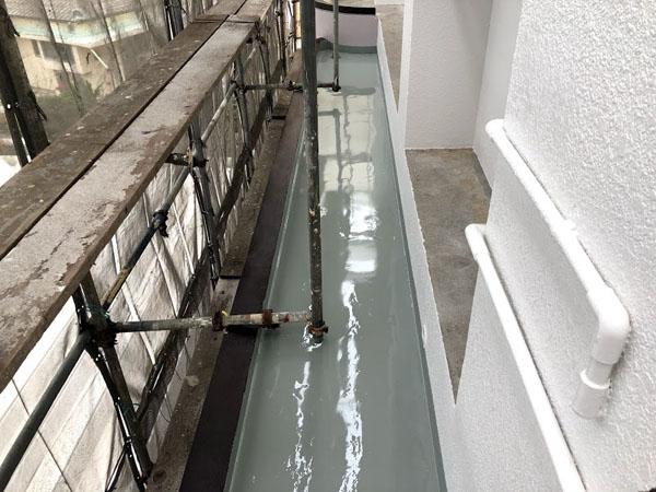 沖縄県那覇市Nアパート様の庇一部ウレタン塗膜防水塗布。