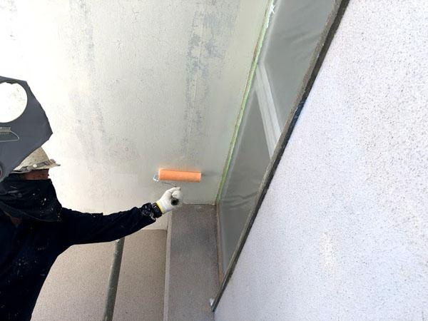 沖縄県那覇市O邸の浸透性シーラー接着材塗布。