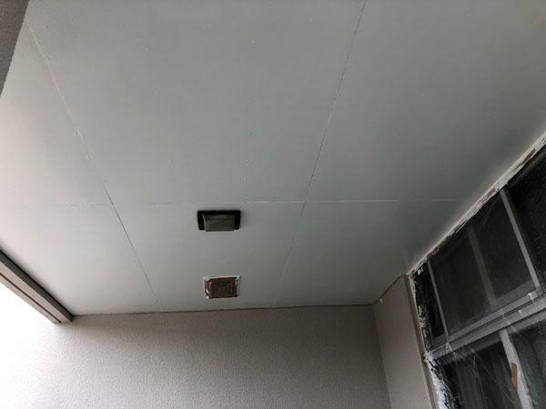 沖縄県那覇市O邸の軒裏上塗り塗装。