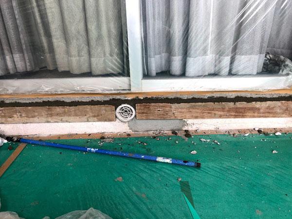 沖縄県那覇市O邸の柱、掃き出し窓下仮枠。