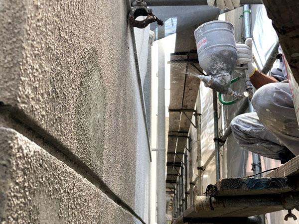 沖縄県那覇市O邸の外壁ラフトンタイル模様吹付け。