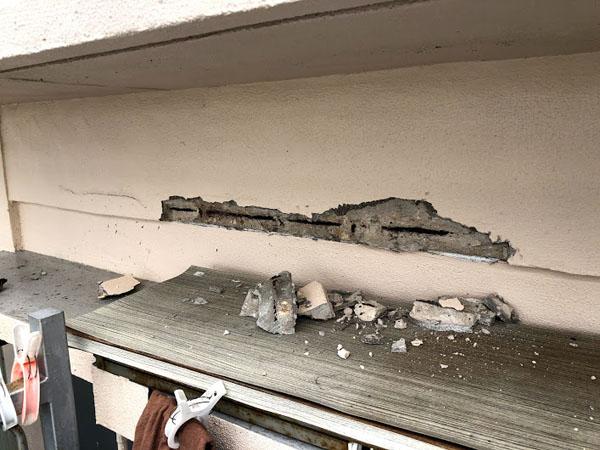 沖縄県宜野湾市I様のコンクリート剥離部ハツリ。
