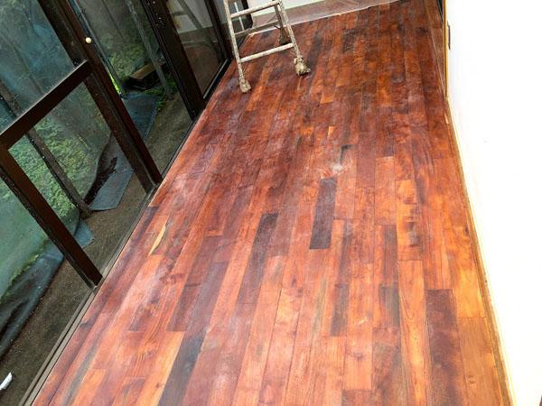 沖縄県宜野湾市U様の床、シーラー塗布後再度研磨。