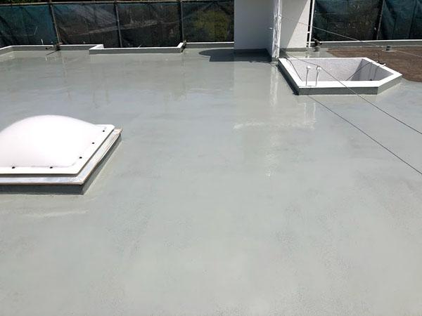 沖縄県宜野湾市U様の屋上ウレタン塗膜防水1回目塗布。