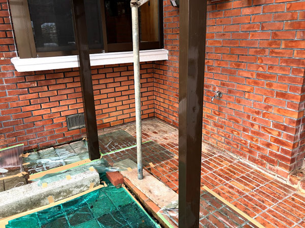 沖縄県宜野湾市U様のカーポート柱、塗装仕上げ。