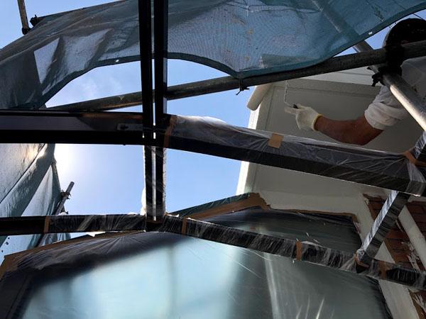 沖縄県宜野湾市U様の外壁塗装・上塗り。