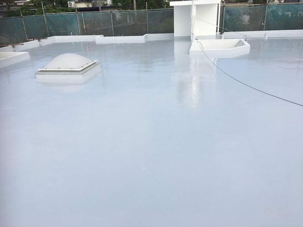 沖縄県宜野湾市U様の屋上遮熱保護材仕上げ塗り完了。