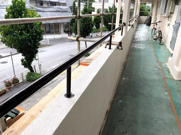 沖縄県那覇市Dアパート様の鉄部手摺り塗装仕上げ。