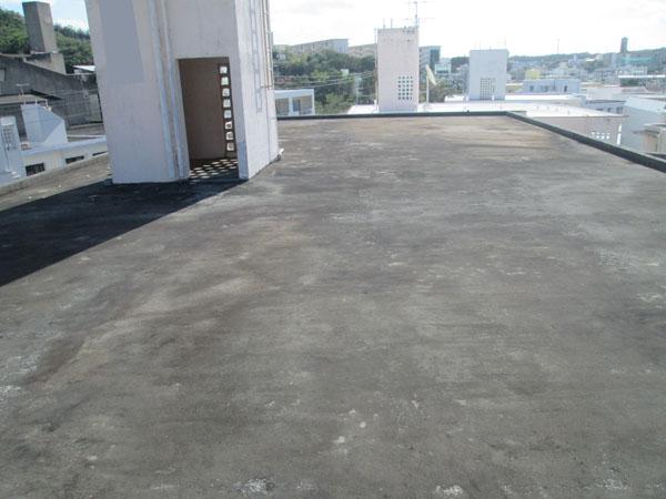沖縄県那覇市Dアパート様の屋上遮熱防水工事前