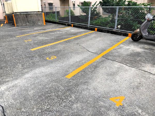 沖縄県那覇市Dアパート様の駐車場ライン引き塗装。