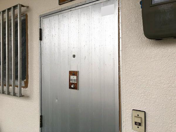 沖縄県那覇市Dアパート様のビニール養生はがし。