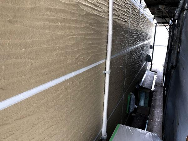 沖縄県那覇市K邸の接着材塗布。