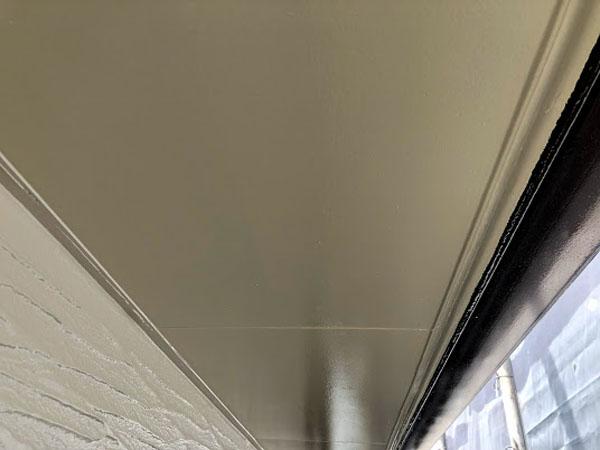 沖縄県那覇市K様の軒裏上塗り完了。