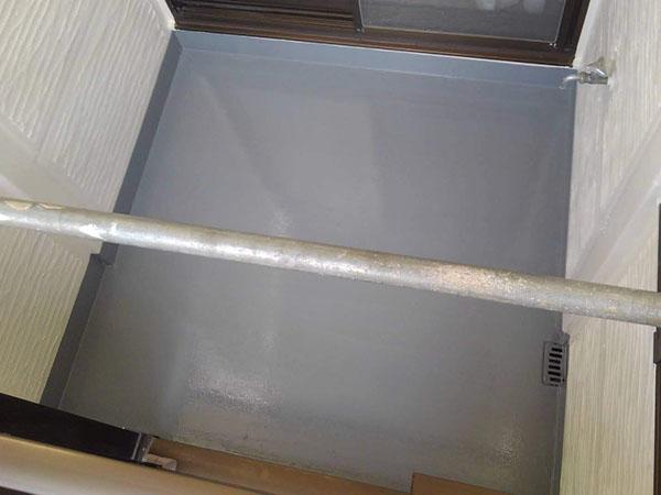 沖縄県那覇市K様のベランダウレタン塗膜防水保護材仕上げ塗り。