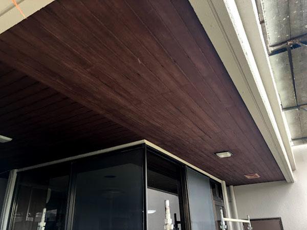 沖縄県那覇市O邸の木部塗装完了。