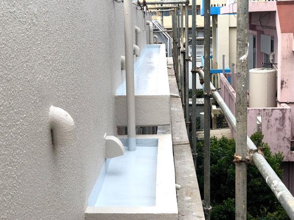 沖縄県那覇市O邸の庇・ベランダ、ウレタン塗膜防水トップ保護材仕上げ完了。