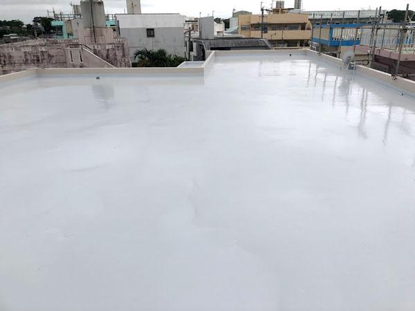 沖縄県那覇市O邸の屋上遮熱保護材仕上げ完了。