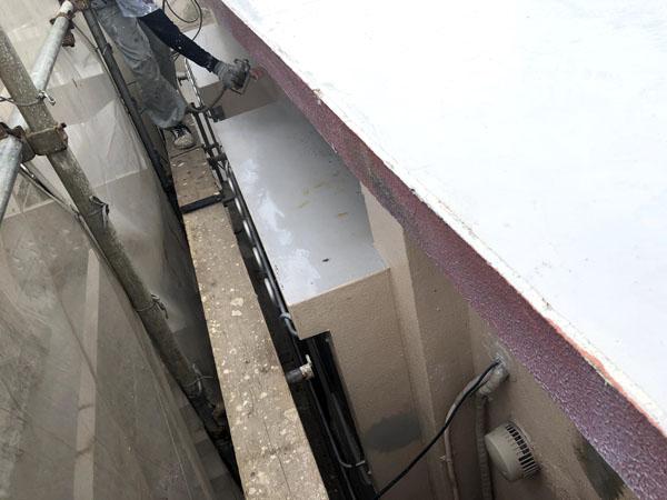 沖縄県宜野湾市I様のシーラー接着剤塗布。