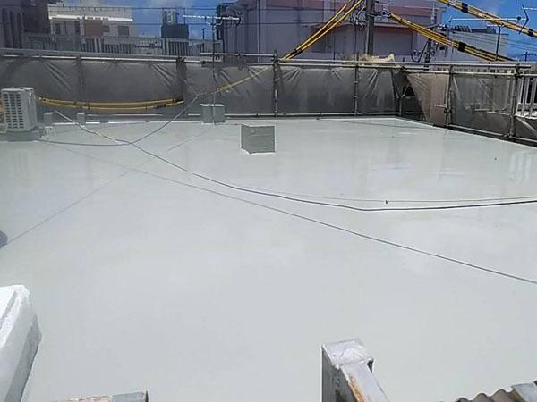 沖縄県宜野湾市I様の屋上ウレタン塗膜防水2回目塗布。